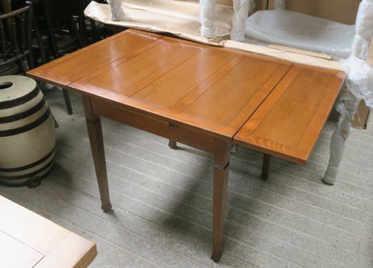 Tapering Leg Pub Draw Leaf Table
